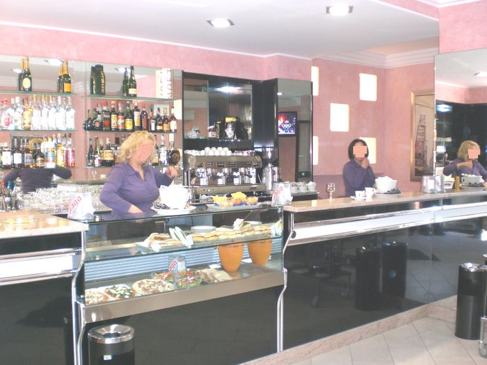 Banconi bar milano compra in fabbrica banchi bar for Arredamenti bar torino